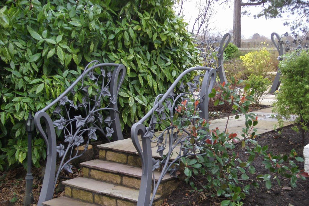 Linlithgow ivy handrails